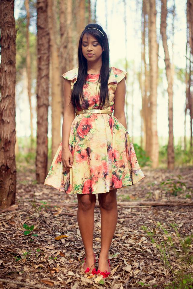 Vestido floral com tule