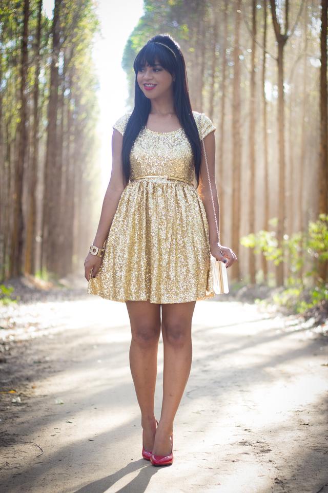 vestido de paetês dourado